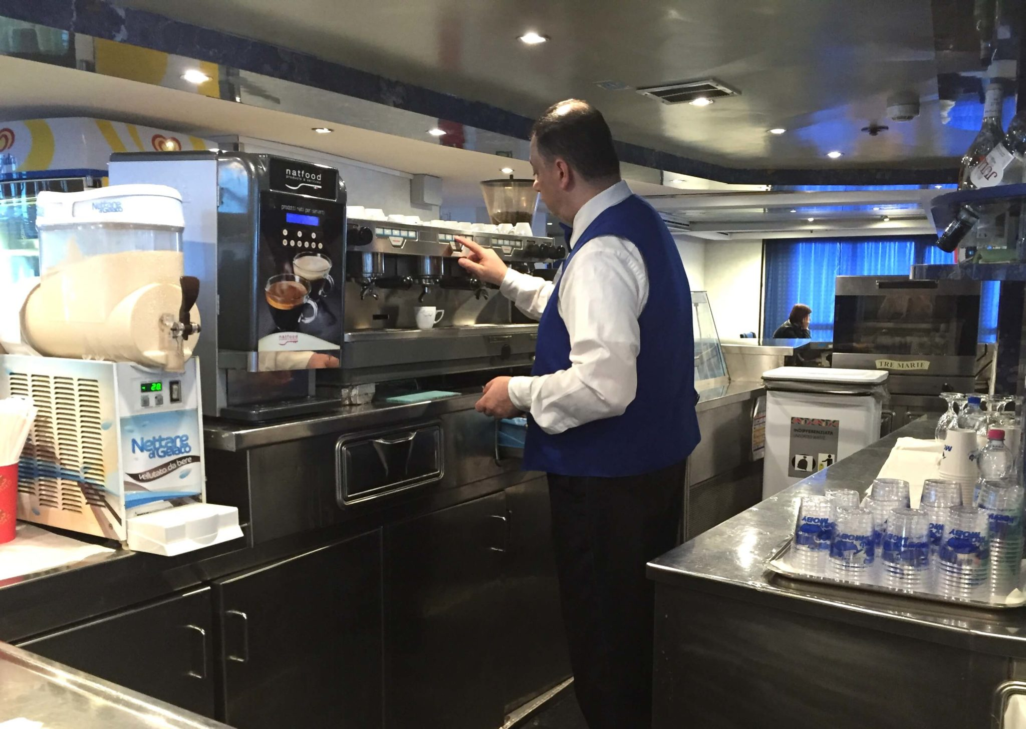 Barista napolitano, ferry Moby Lines