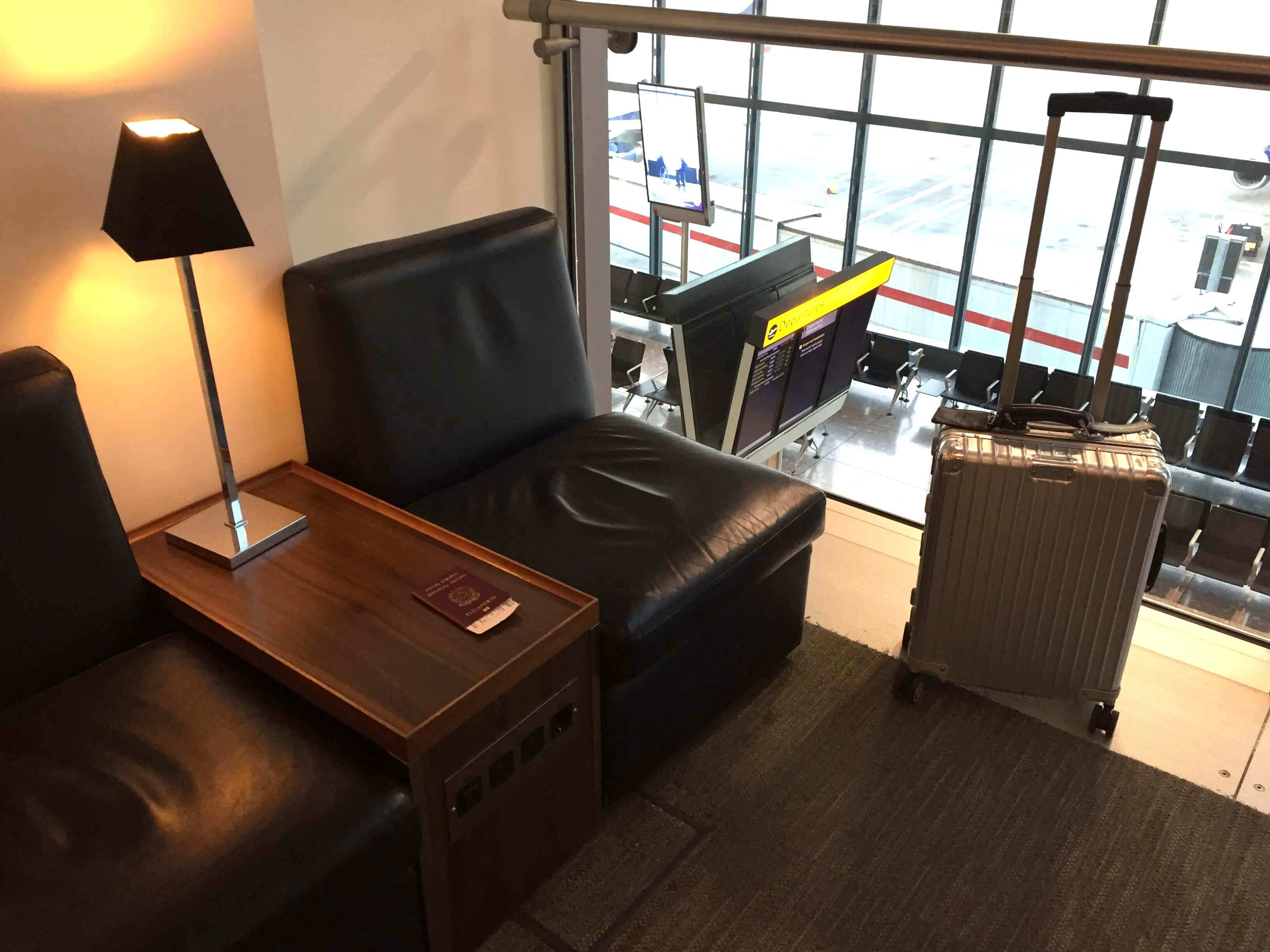 Galleries Club Lounge T5B